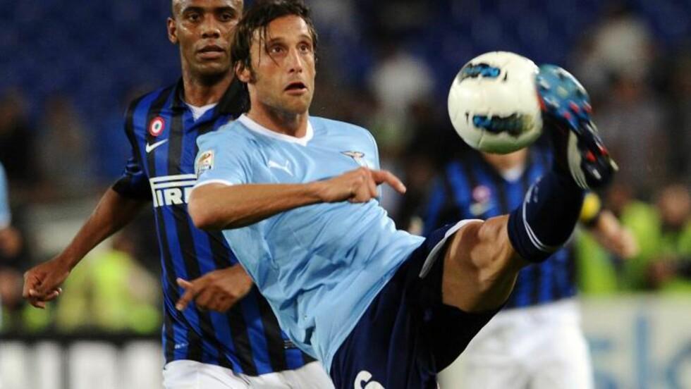 I FENGSEL: Lazio-kaptein Stefano Mauri ble i dag tidlig pågrepet i en samkjørt politiaksjon, der man slo til mot over 30 adresser. Foto:  AFP PHOTO/ GABRIEL BOUYS