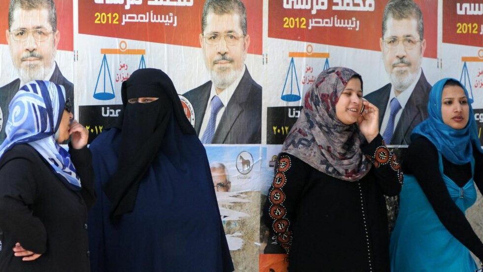 FØRSTE VALGRUNDE:  Resultatet av den første valgrunden i Egypt viser at Mohammed Mursi og Ahmed Shafiq går videre. Foto:  AFP PHOTO / NTB SCANPIX