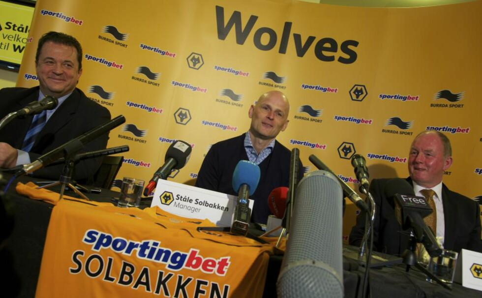 MANGE TIMER FORAN SKJERMEN: Ståle Solbakken har nå sett samtlige Wolves-kamper fra forrige sesong. Nå reiser han over til England for samtaler med forskjellige personer i klubben.Foto: Nina Eirin Rangøy / NTB scanpix