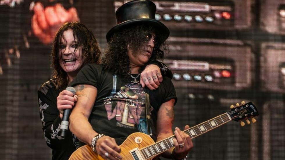 KOMPISER: Ozzy Osbourne stilte med et stjernespekket vennelag i Bergen. Her med tidligere Guns 'N Roses-gitarist Slash. Foto: Christian Misje