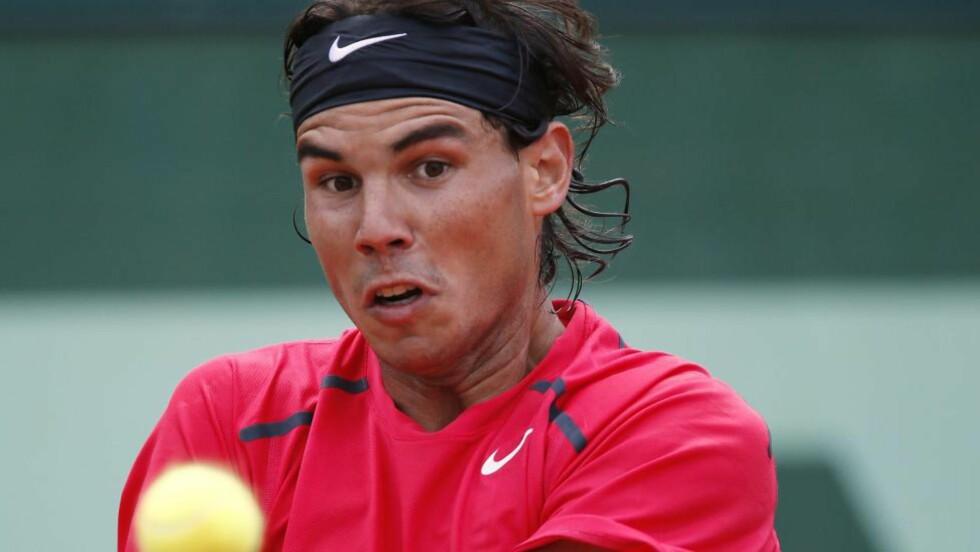BLIKKET PÅ PREMIEN: Spanske Rafael Nadal jakter sin sjuende grustittel på Roland-Garros. Foto: SCANPIX/AFP/THOMAS COEX