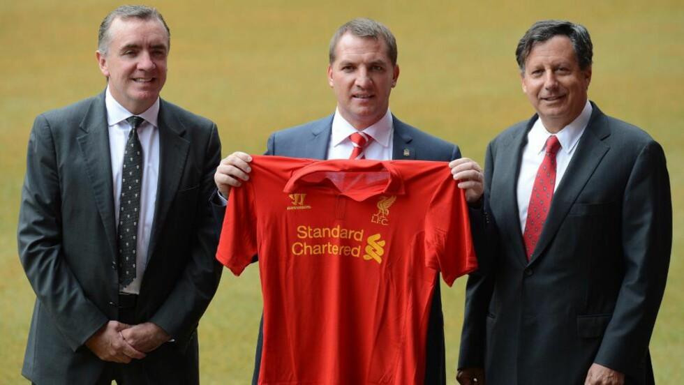 - FØLER MEG VELSIGNET: Brendan Rodgers mellom Liverpools direktør Ian Ayre (t.v.) og styreleder Tom Werner. Foto: Andrew Yates, AFP / NTB scanpix