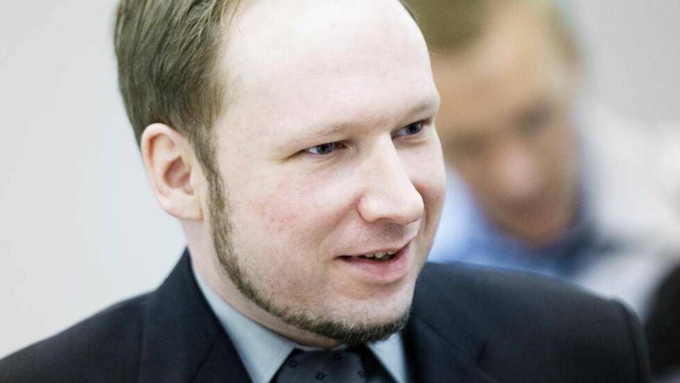 SIER HAN HAR STØTTE: - Jeg har fått fire, fem hundre brev, sa Breivik under 22.juli-rettsaken, som tror at det for hvert brev kan skjule seg mange som sympatiserer med han, men som ikke tør å sende brev til fengselet. Foto: BJØRN LANGSEM/DAGBLADET