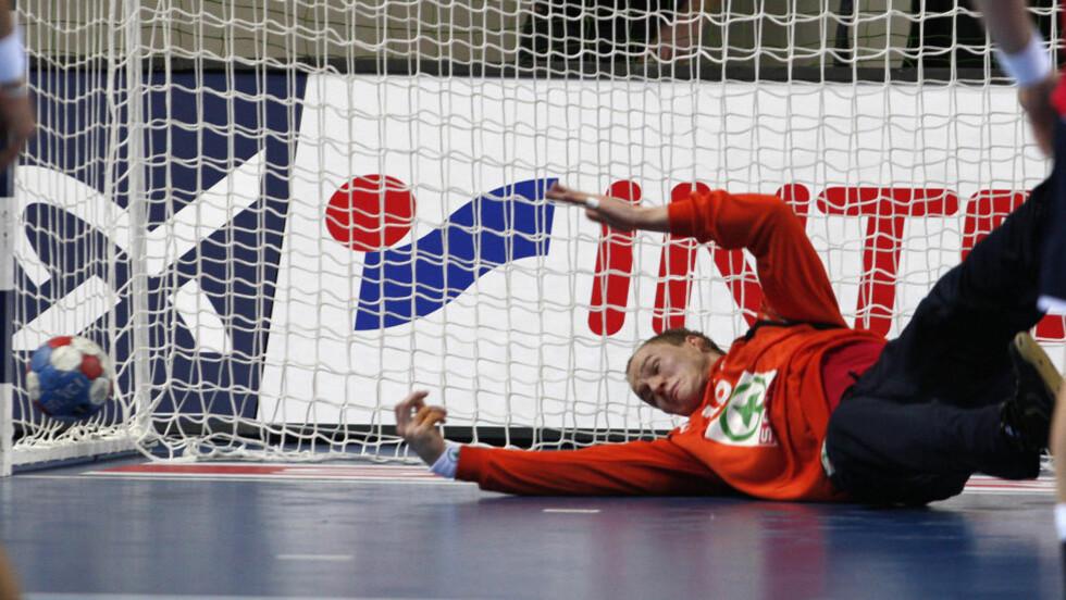 TUNG DAG PÅ JOBBEN: Svenn-Erik Medhus og resten av håndballherrene tapte stort mot Russland. Foto: Gorm Kallestad / NTB SCANPIX