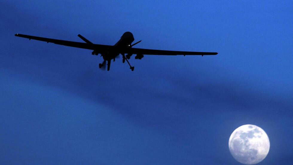 DRONE: Dette er en amerikansk Predator-drone, som flyr sør i Afghanistan i 2010. Foto: AP Photo/Kirsty Wigglesworth, File/NTBScanpix