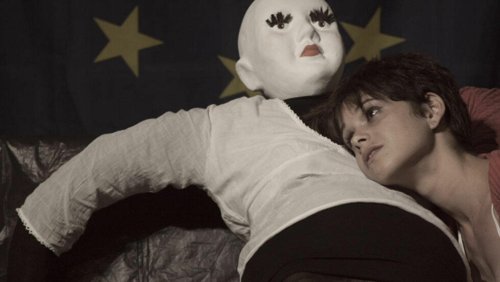 EN BABY KOMMER TIL Å KOMME: I Jon Fosses «Namnet» har en ung, gravid jente (Yudith González Leyva) reist hjem til foreldrene - som hun ikke har sett på lenge. Foto: Gilliam de la Torre, FiB.