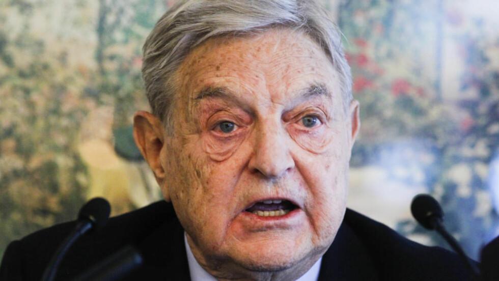 MALER MØRKT BILDE: Investor George Soros mener Tysklands håndtering av finansproblemene i EU denne sommeren vil bli helt avgjørende for Euroens og EUs framtid. Her er Soros avbildet under en konferanse i Davos tidligere i år. Foto. REUTERS/Arnd Wiegmann