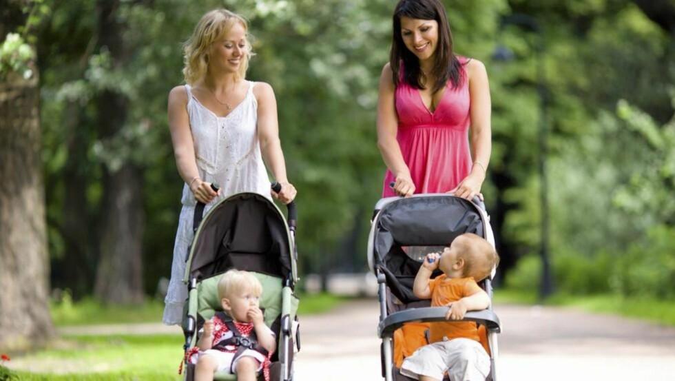 LANGE ØRER: Barn helt ned i ettårsalderen får med seg det du sier om andre - også det negative. Foto: Istock