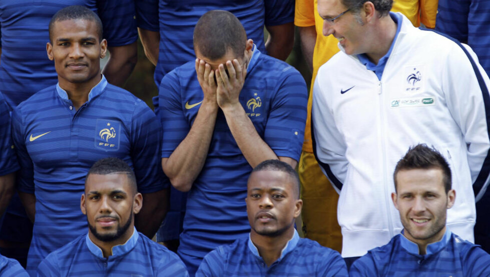 PRØVER IGJEN: Frankrike har mye å bevise etter et pinlig VM. Patrice Evra (foran i midten) får kjeft for sitt bidrag denne uka. Foto: SCANPIX/REUTERS/Charles Platiau