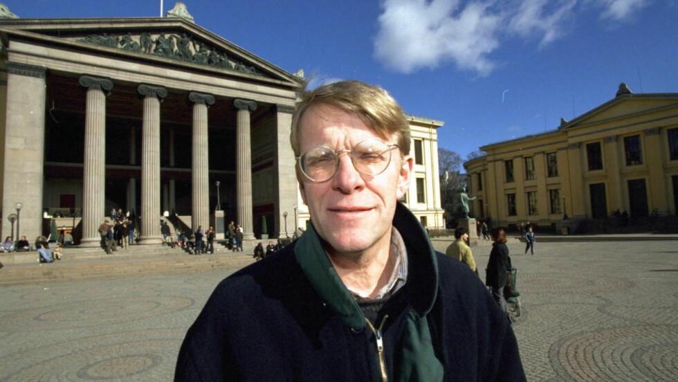 - SAMRØRE:  Professor Ståle Eskeland reagerer kraftig på at professorene Ulf Stridbeck og Svein Magnussen har evaluert Gjenopptakelseskommisjonen i et canadisk tidsskrift. - Stridbeck skal nå vudere kommisjonen, og der var Magnussen medlem, sier Eskeland.