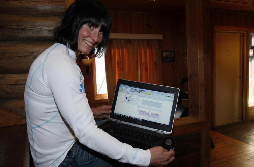 NYTT HJELPEMIDDEL: Marit Bjørgen har åpenbart gjort det meste riktig på sin vei til å bli verdens beste kvinnelige langrennsløper, men nå skal hun bli enda bedre takket være datateknologi fra langrennslandslagets nye sponsor.Foto: Tormod Brenna