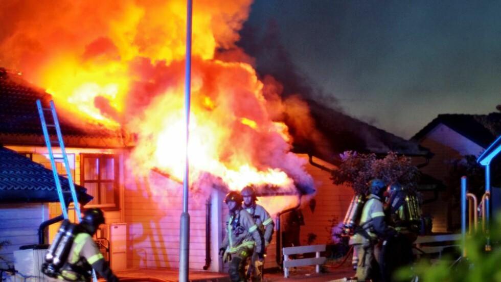 FULL FYR: Like før klokka fire i natt fikk brannvesenet kontroll over brannen. Foto: Tipser.no/Daniel Laabak