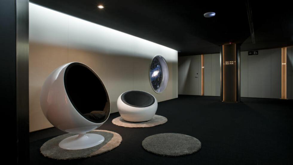 GALAKTISK: Det nye hotellet i Barcelona lengter etter å være fra fremtiden. Det funker ikke helt.