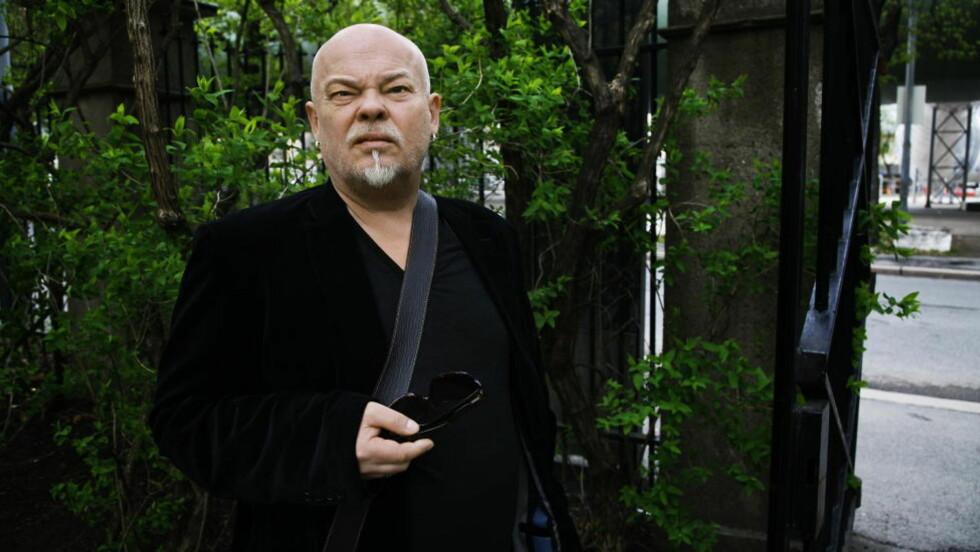 SØRGMODIG EKS-RØYKER:Dramatiker Sven Henriksen. Foto: Steinar Buholm / Dagbladet.