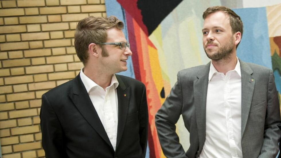 STEMMERETTEN: SV vil jobbe for å senke stemmerettsalderen, her er (f.v.) Snorre Valen og leder Audun Lysbakken. Foto: Fredrik Varfjell / Scanpix