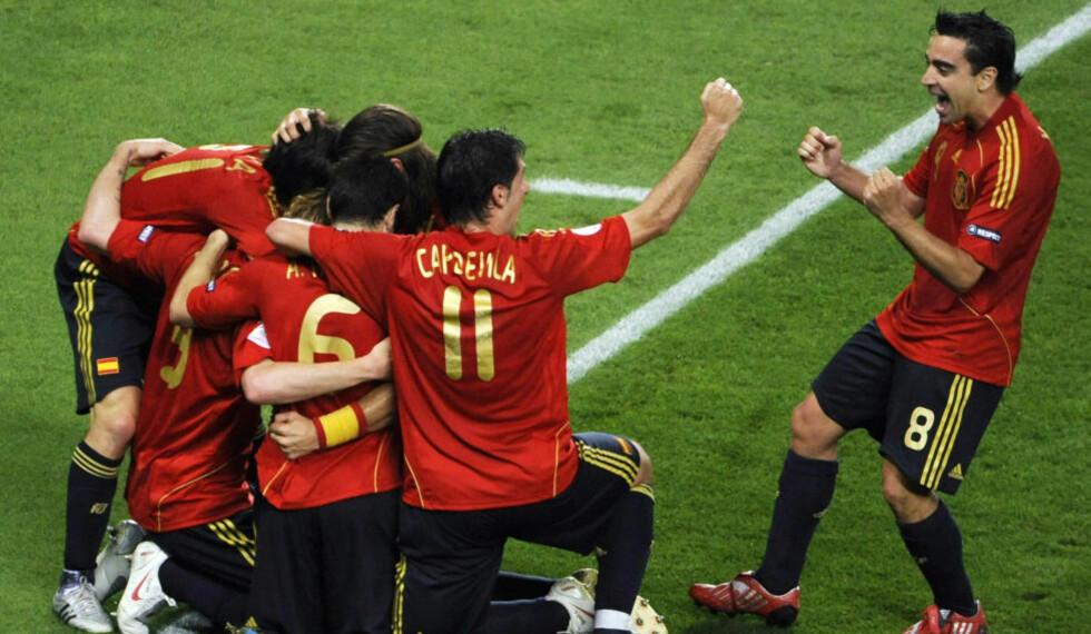 METTET AV EGEN SUKSESS? Xavi (t.h) og flere av de spanske spillerne har vunnet både EM og VM med Spania. Foto: REUTERS/Christian Charisius/NTB scanpix