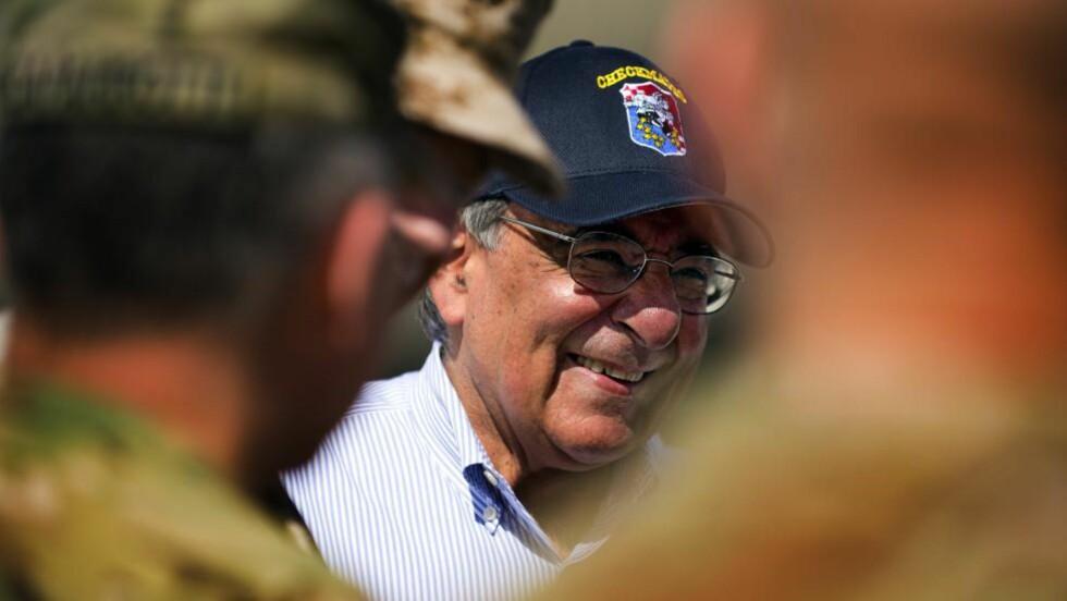 I AFGHANISTAN: USAs forsvarsminister Leon Panetta kom torsdag til Afghanistan der han skal møte en rekke tjenestemenn fra både USA, NATO og Afghanistan. Foto: Jim Watson / AFP PHOTO / NTB SCANPIX