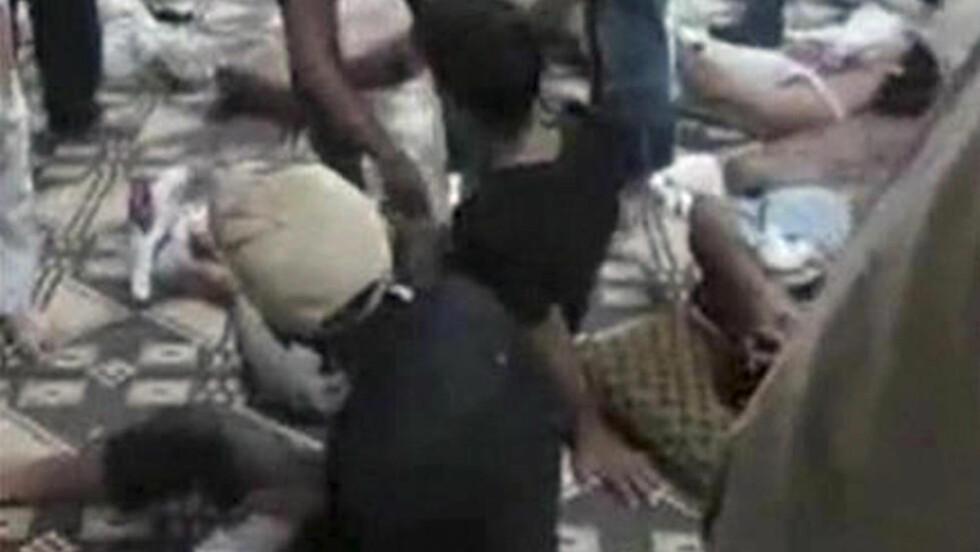 100 DREPT: Rundt 100 personer skal være drept i massakren i Hama-provinsen i Syria. Foto: Reuters