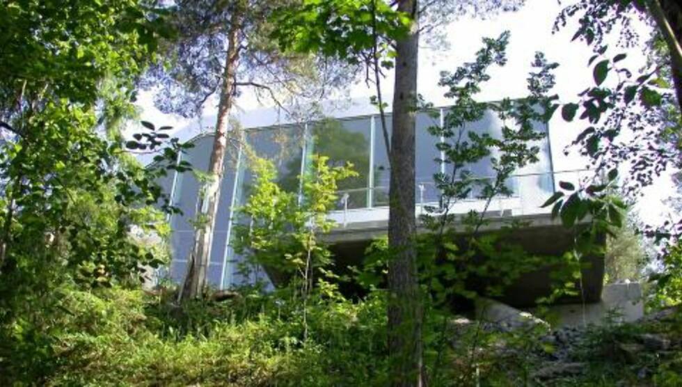 GLASS, GLASS, GLASS:Med glass over flere nivåer åpner huset seg mot utsikten.  Foto: Jeroen Musch