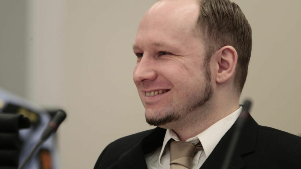 BREIVIKS SMIL: Det stadige smilet til terroristen styrker at han har Tourettes, mener professor Ulrik Fredrik Malt. Foto: Håkon Mosvold Larsen / Scanpix