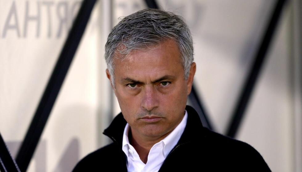 LITE IMPONERT: José Mourinho irriterer seg over at han mener fotballen er blitt full av Einsteiner. Foto: NTB Scanpix