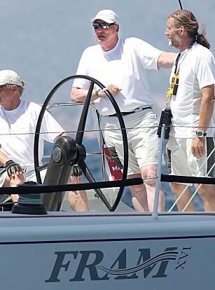HOFFET PASSER PRIVATE BÅTER: Hoffet har ansatte som passer kong Haralds private regattabåter, på skattebetalernes regning. I tillegg betaler staten rundt 50 millioner i året for Kongeskipet Norge. Foto: Jaime REINA/AFP