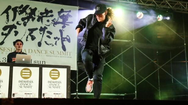 DANSESTJERNE: Mona Jeanette Berntsen er for tida med på Justin Biebers turné. Denne helga er hun hjemme i Norge, og skal spille for tusenvis av fans på Telenor Arena. Foto: Iseshima Dance Summit / Nora Collective