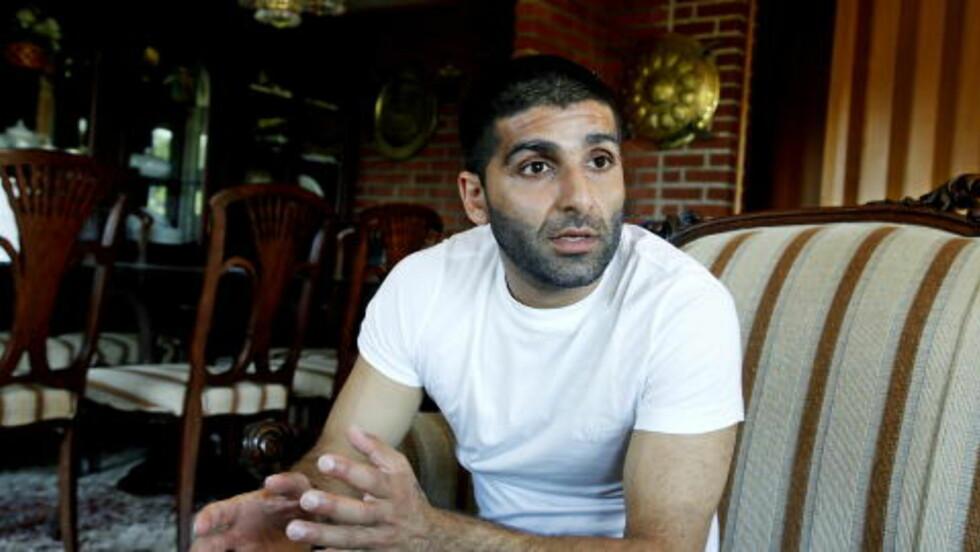 2009:  Arfan Bhatti ble løslatt etter tre år i varetekt. Han dro rett hjem til familien som bor i en enebolig på Stovner.  Foto:  Jacques Hvistendahl / Dagbladet