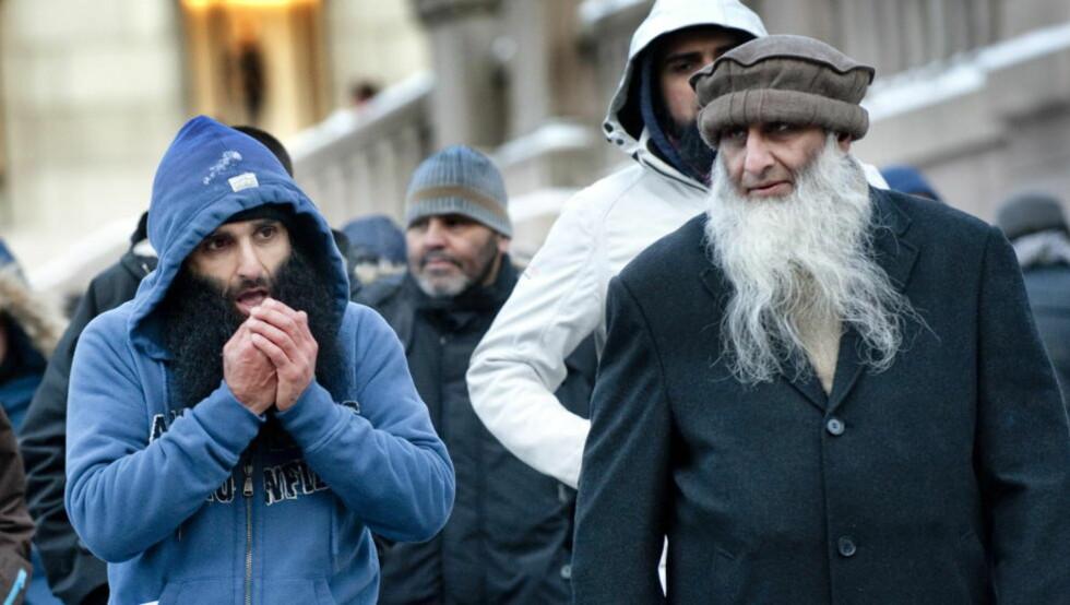 ISLAMIST:   Arfan Bhatti ønsker et islamistisk Norge, hvor landet styres etter Sharia-lover. Dette bildet er fra demonstrasjonen utenfor Stortinget for to uker siden. Bhaatti ledet da nærmere 40 demonstranter som krevde norske soldater ut av Afghanistan. Foto: Thomas Haugersveen / Dagbladet