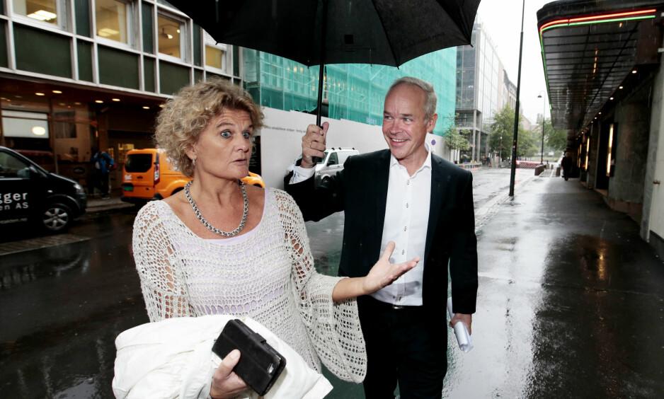 PÅ RETT PLASS: Statsråd Jan Tore Sanner valgte Dagbladets litteraturkritiker Cathrine Krøger til ny juryleder for Klarspråkprisen. Foto: NTB Scanpix