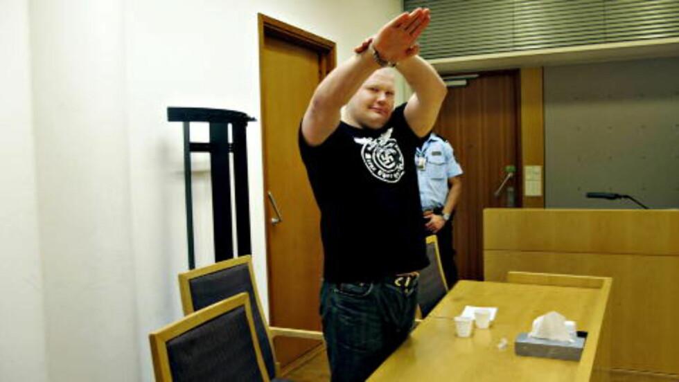 NAZIHILSEN:  Vyacheslav Datsik (bildet), russisk nynazist og ransmann, også kalt «Rød Tarzan», gjorde nazihilsen da ble framstilt for varetektsfengsling i Oslo tingrett i september 2010. Foto: HARALD S. KLUNGTVEIT  / Dagbladet
