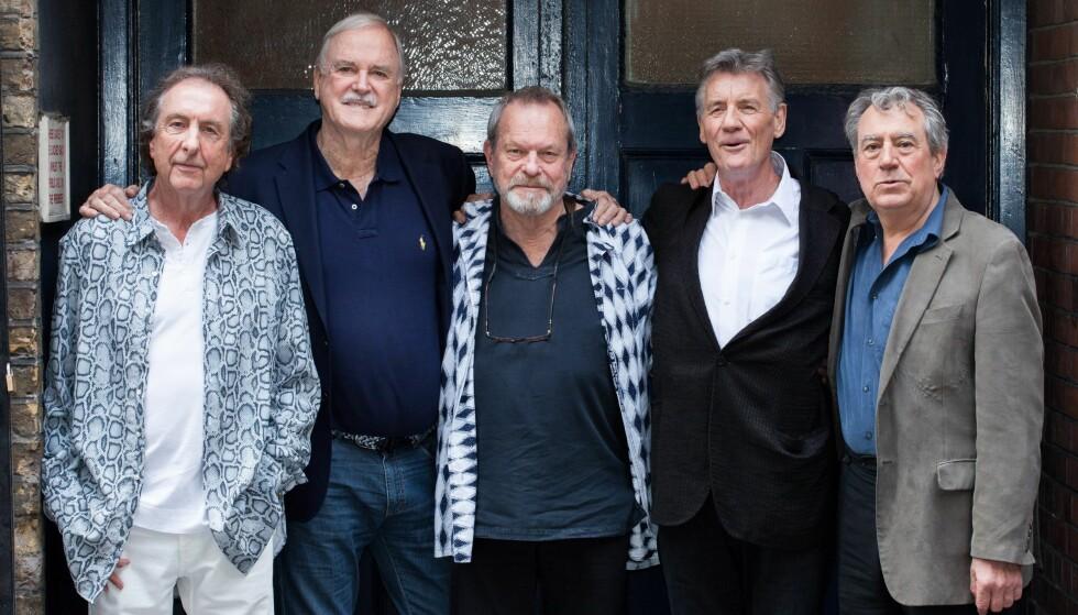 MONTY PYTHON: Terry Jones var en av seks sentrale skikkelser i Monty Python. Fra venstre: Eric Idle, John Cleese, Terry Gilliam, Michael Palin og Terry Jones. Her er de sammen i 2014. Foto: NTB / Scanpix