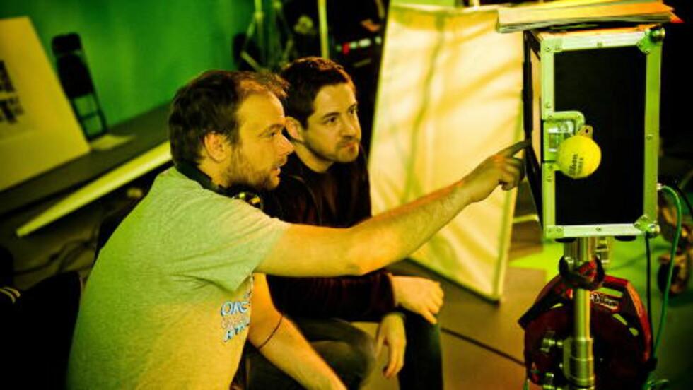 LITEN, MEN STOR: Kortfilmen «Tunnelen» er, sin korte form til tross, en svært ambisiøs spesialeffektfilm. Her er regissør André Øvredal og VFX-supervisor Øystein Larsen. Foto: Håkon Eikesdal / Dagbladet