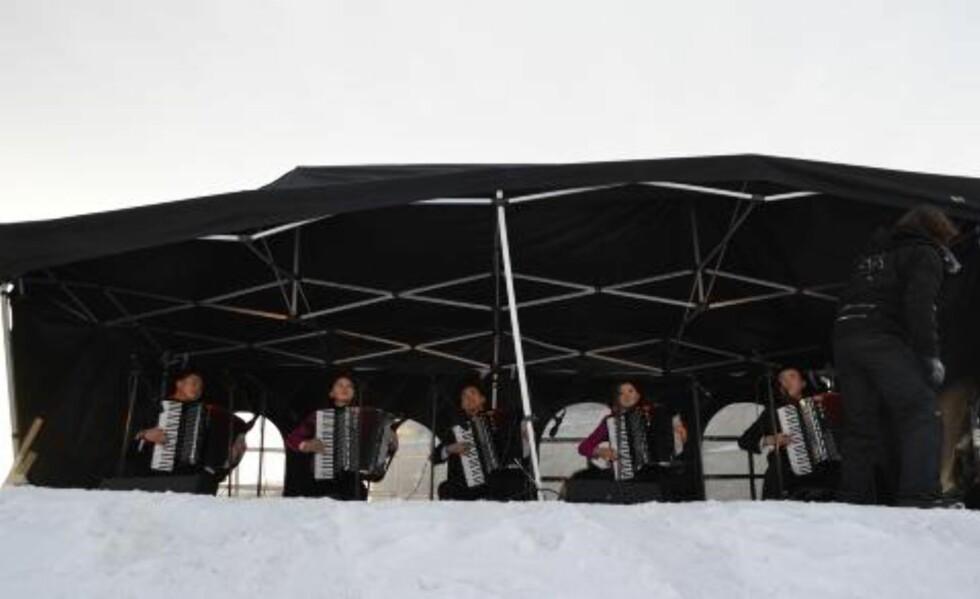 YOUTUBE-HELTER Trellspillkvintetten Kum Sungs versjon av Take on me, har vært en farsott på internett i ukene før festivalen. Godt over en million har sett videoklippet fra Pyongyang, der de fem tolker a-ha-låta. Foto: Bjørn S. Kristiansen