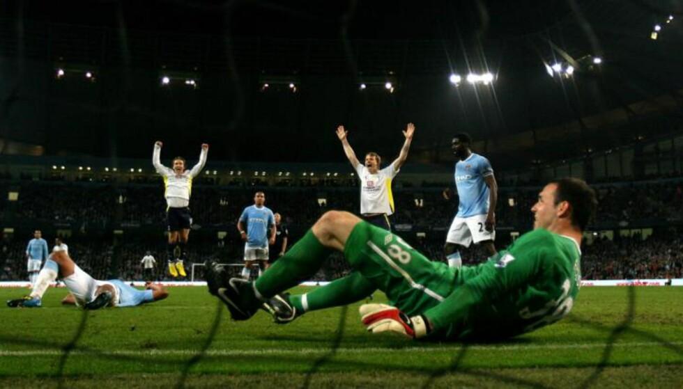 FEIRING: Tottenham feirer etter at Peter Crouch scoret mot City. Foto: FourFourTwo/Haymarket