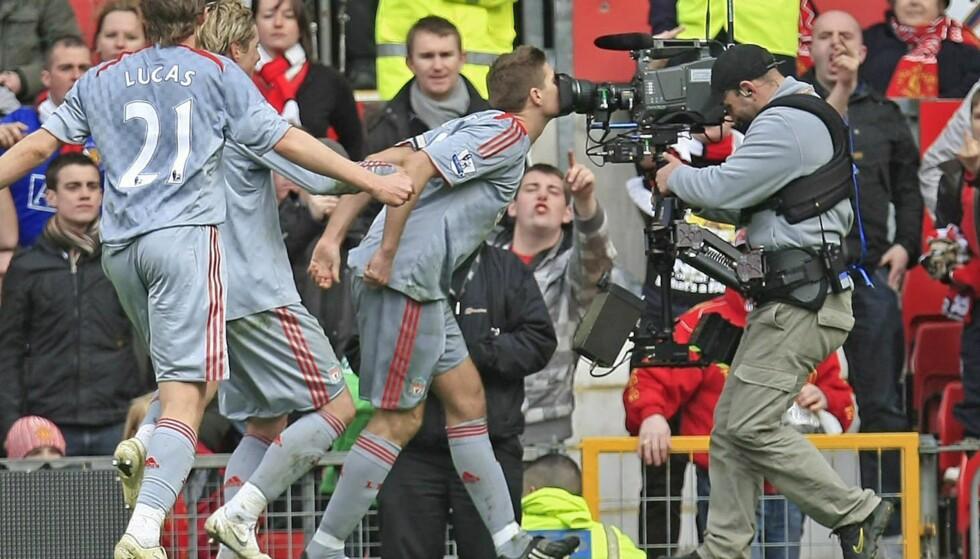 MINNEVERDIG: De fleste husker feiringen til Steven Gerrard etter å ha scoret på straffe mot erkerivalen United. Foto: EPA/MAGI HAROUN
