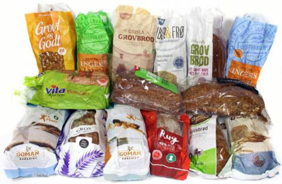 SJEKK INGREDIENSENE: Bramat har testet 15 grovbrød for å se hvilke som er mest næringsrike. Foto: ERIK HELGENESET