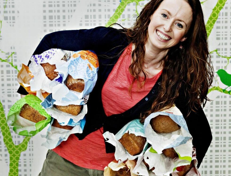 HAR TESTET: Klinisk ernæringsfysiolog Lise von Krogh i Bramat.no har testet 15 av grovbrødene som selges i norske kolonialbutikker. Foto: NINA HANSEN