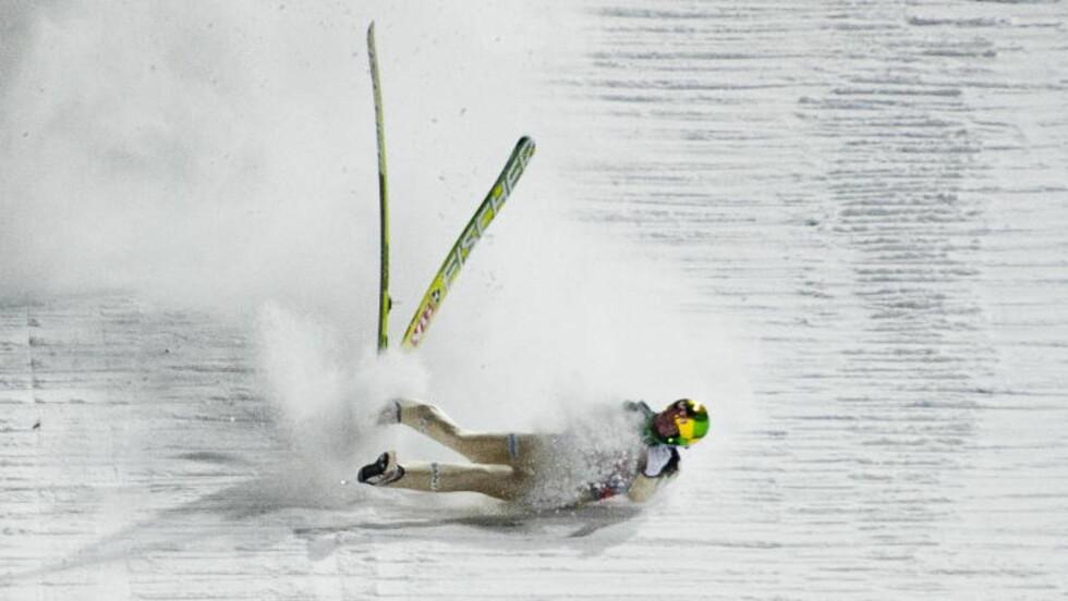 FRYKTET DET VERSTE: Det så stygt ut da Tom Hilde gikk på trynet under det første rennet i hoppuka. Foto: Thomas Rasmus Skaug / Dagbladet