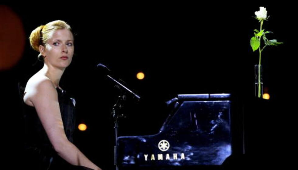 MITT LILLE LAND: Susanne Sundfør var blant artistene som opptrådte under 22. juli-konserten i Oslo Spektrum i august i fjor. Foto: Scanpix