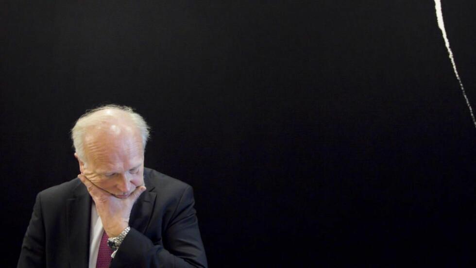FLYTTET PASIENTER FRAM:  Administrerende direktør Bjørn Erikstein ved Oslo universitetssykehus under stortingshøringen om sykehusfusjonen fredag. Foto: Heiko Junge / Scanpix