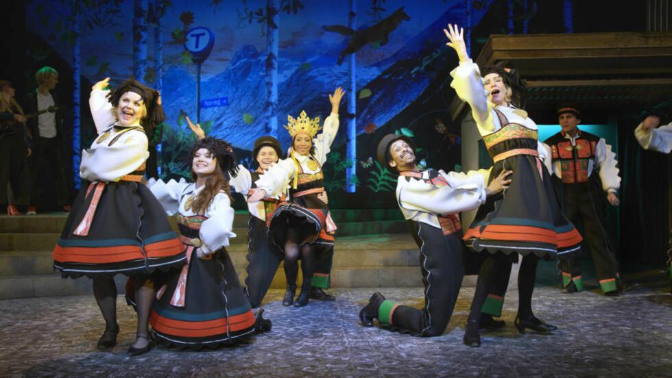 OSLOVE: Kjærligheten til Oslo gjennomsyrer «Postkort fra Lillebjørn». Er du ikke glad i hovedstaden fra før, blir du det av denne forestillingen. Foto: L-P Lorentz, Oslo Nye Teater