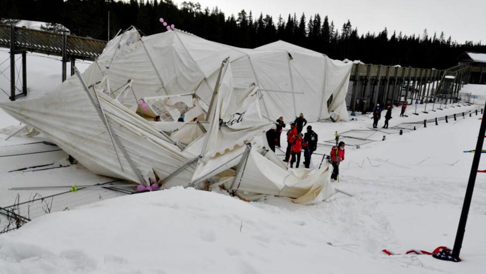 KOLLAPSET : Til sammen syv personer ble skadet etter at et partytelt kollapset på Birkebeineren skistadion i Lillehammer. Foto Liv Maren Mæhre Vold / LILLEHAMMER BYAVIS