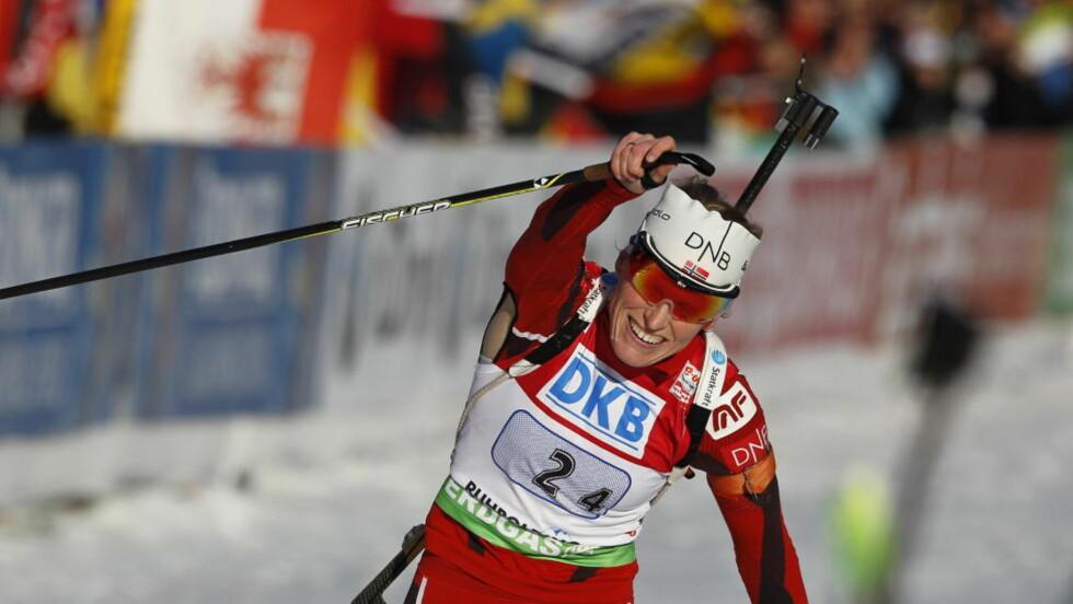 RÅSTERK AVSLUTNING: Tora Berger gikk Norge inn til bronsemedalje etter en strålende sisterunde der hun parkerte den beste langrennsløperen på kvinnesida, hviterussiske Darja Domratsjeva. Foto: Håkon Mosvold Larsen / Scanpix
