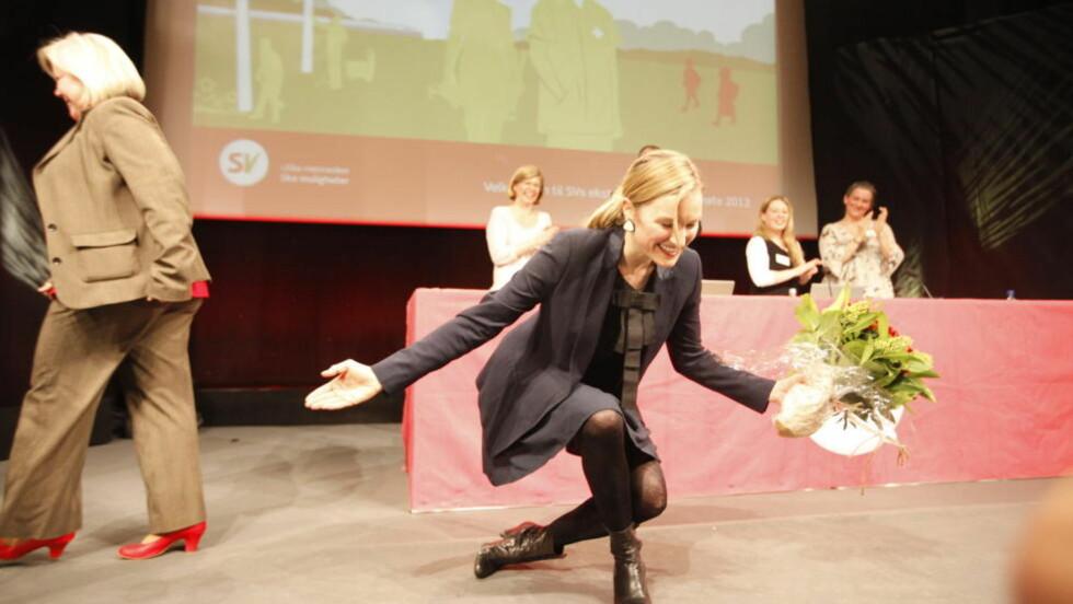 TAKKER OG BUKKER:  Nyvalgt SV-nestleder Inga Marte Thorkildsen kvitterer for tilliten på landsmøtet i Lillestrøm. Foto: Anette Karlsen, Scanpix.