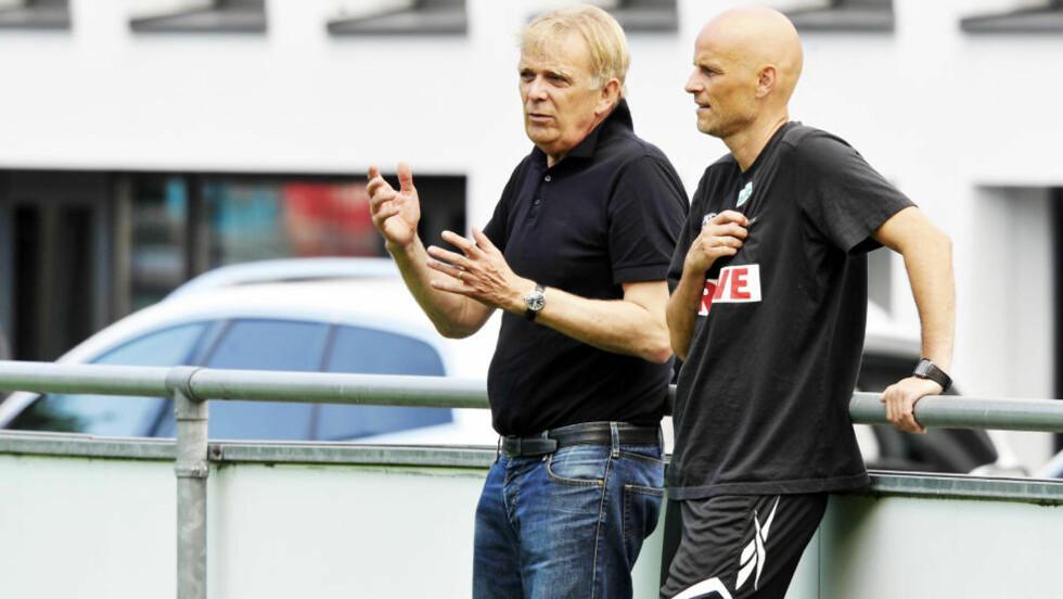 SKILLES: Ståle Solbakken sammen med sportsdirektør Volker Finke. Nå er det klart at Finke er ferdig i klubben. Foto:Erik Berglund