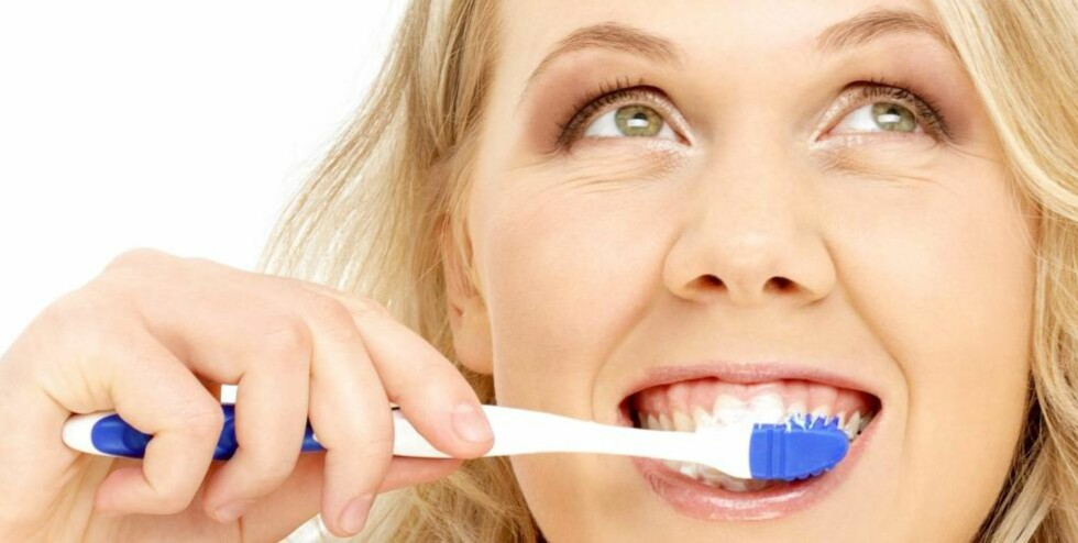 HVER TREDJE MÅNED: Tannbørsten bør skiftes ut hver tredje måned eller når busten på børsten er slitt. Det kan variere fra 14 dager til tre måneder, sier tannlege Sverre Aukland.  ILLUSTRASJONSFOTO: Colourbox