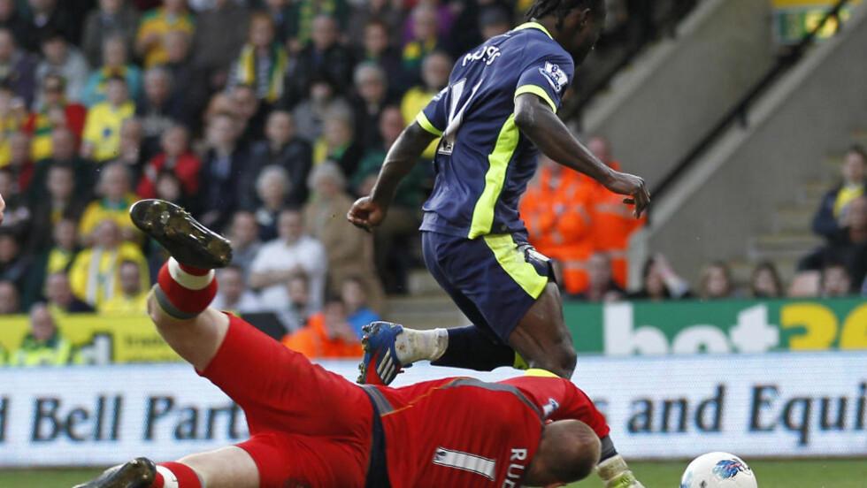 STOD FRAM: Victor Moses var den eneste av spillerne til Wigan som fant veien til nettmaskene.  Foto: IAN KINGTON/AFP/SCANPIX