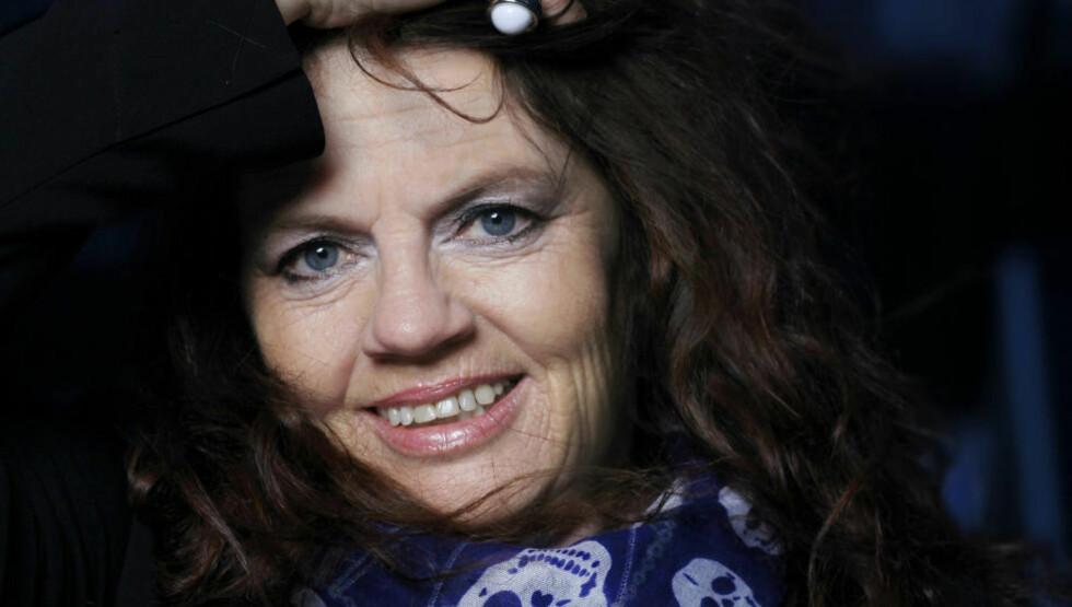 IKKE BARE FOTBALL: Norges mest kjente fotballmamma, Berit Riise, har skrevet bok om sitt liv. Den er midt i blinken for dem som liker ukebladsartikler om «sterke kvinneskjebner», mener anmelderen. Foto: METTE RANDEM