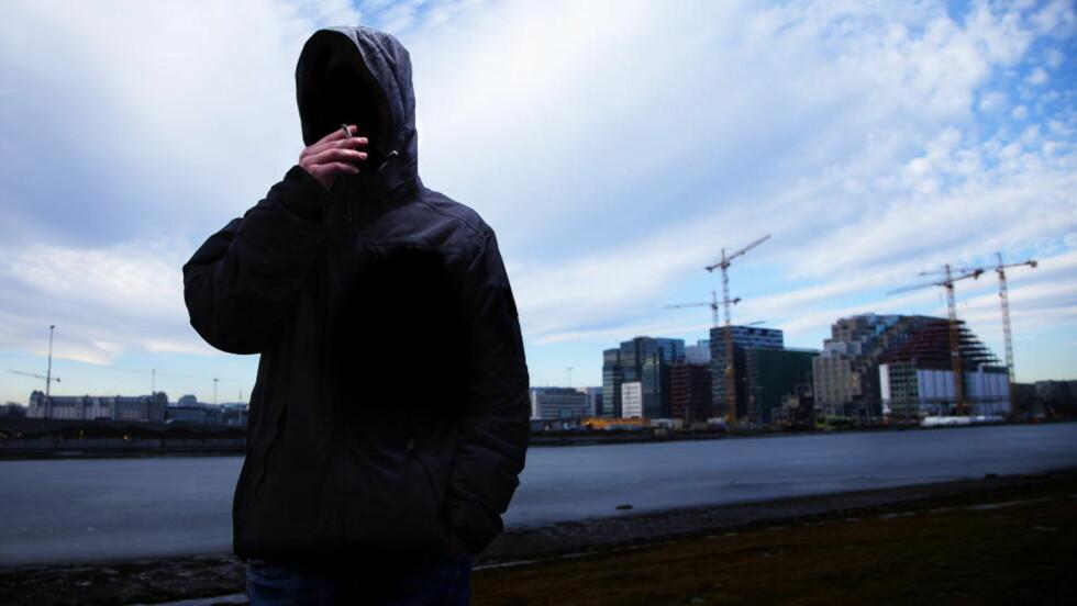 «LEGAL HIGHS»: «André» (18) var for to år siden avhengig av syntetiske cannabinoider, og han røykte hver time mens han var våken. Han forteller at særlig barnevernsbarn liker dopet fordi det ikke slår ut på tisseprøver. Foto: Lars Myhren Holand / Dagbladet